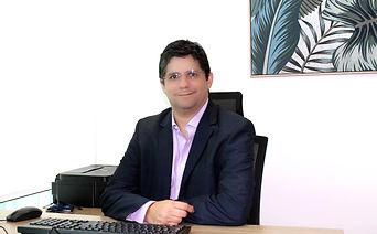 Doctor Eduardo Hevia Especialista en Medicina Interna y Neumología Amplia Experiencia - Graduado con Honores
