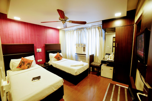 Deluxe Room (8).jpg