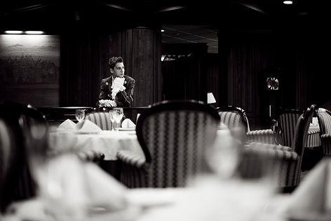артем каторгин интервью с вампиром фотосессия фотосесия парень вампир модель красавичк россия певец артист актер премьера вино винный погреб погриб картинки красивый мужчина уникаьный голос шоу участни проекта проект фотопроект артем каторгин