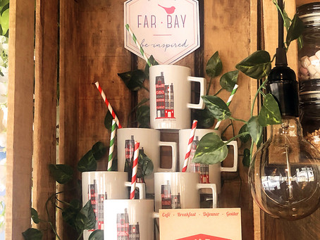 Far bay boit la tasse au Bakery Kafé !