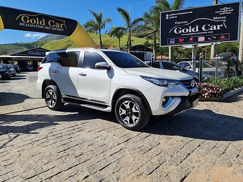 Toyota Hilux 4x4 SW4 2.8 2019