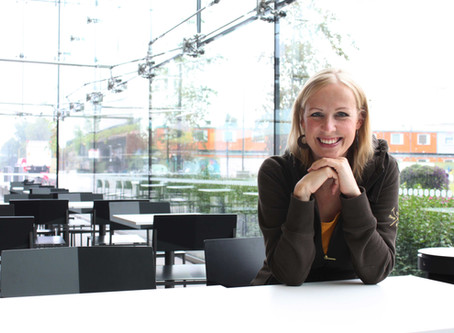 Tieteentekijöiden liiton esittelyssä tieteentekijä Eeva Siljamäki