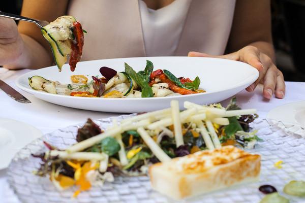 my foodie friend barcelona acontraluz sarria antipasti goats cheese salad