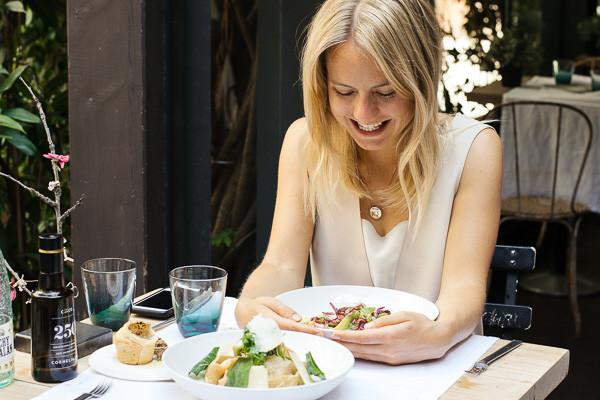 my foodie friend barcelona acontraluz sarria blogger smiling