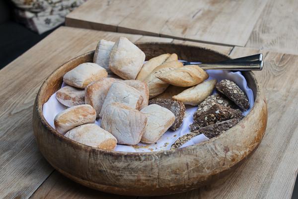 my foodie friend barcelona acontraluz sarria bread basket