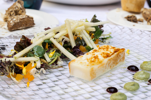 my foodie friend barcelona acontraluz sarria goats cheese salad