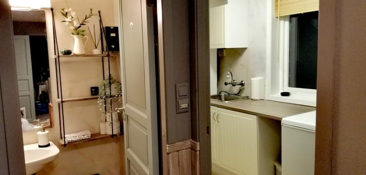 Fra gangen - inn til toalett og vaskerom.