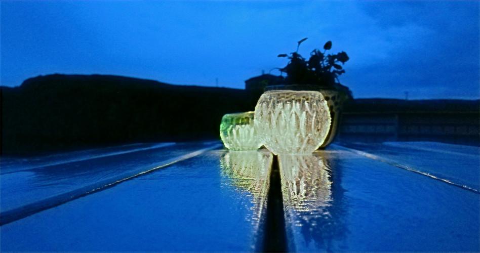 Regnvått bord på Pernillestø