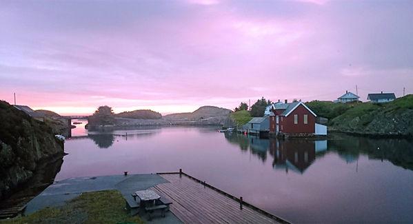 Kaiområde på Pernillestø med Hitabrua rett fram.