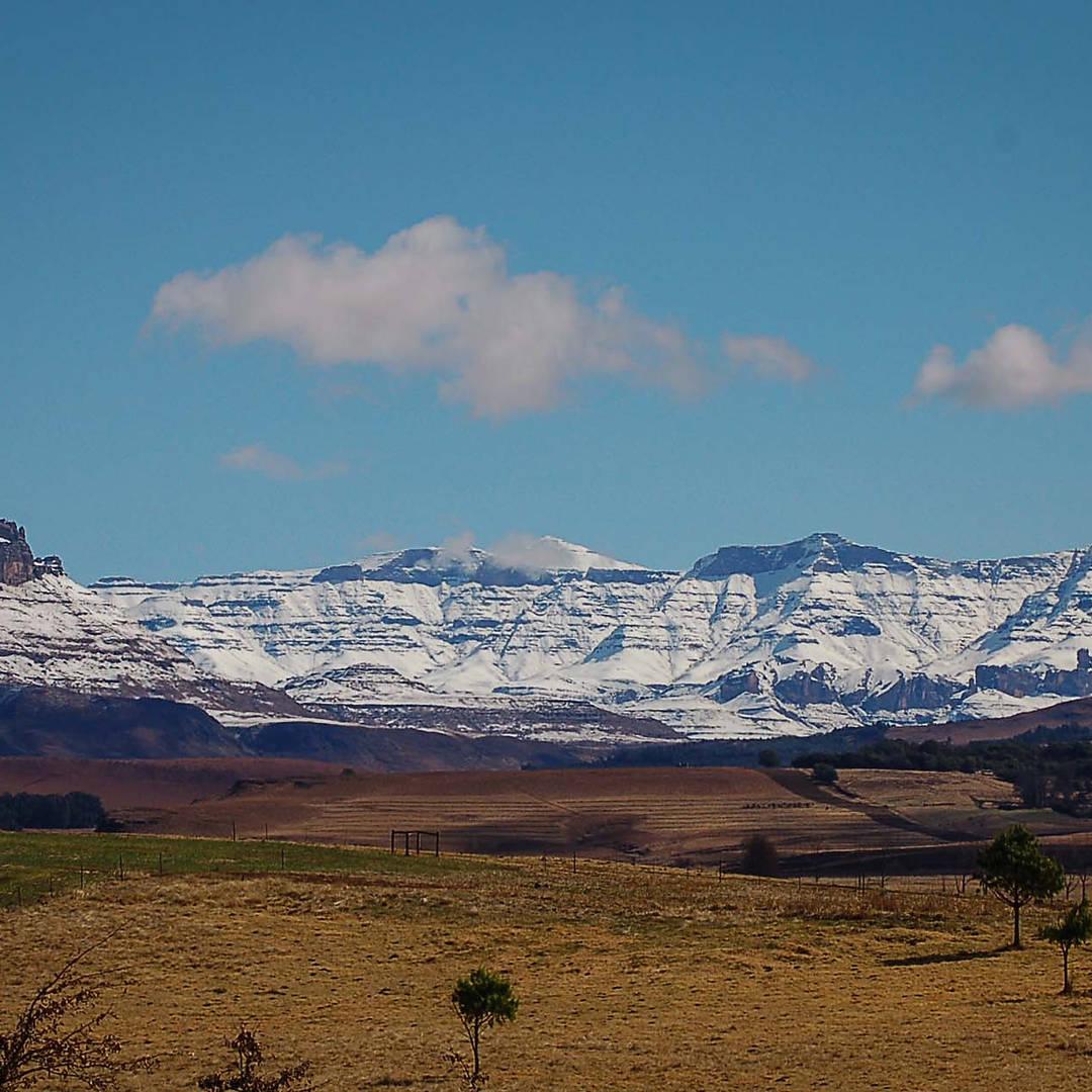 Khotso_Lodge_&_Horse_Trails_Snow_Mountai