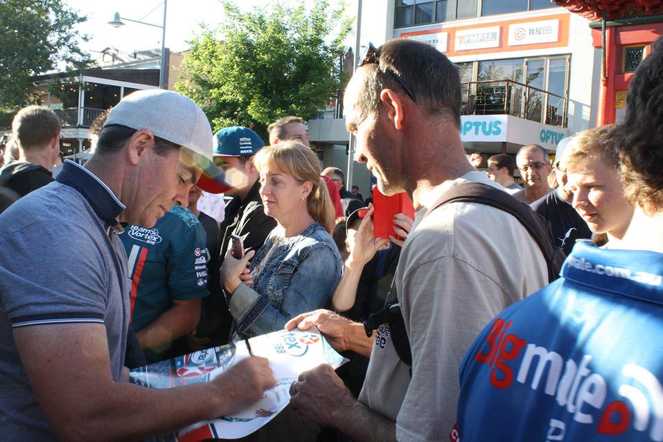 Lowndes autographs Gouger St.jpg