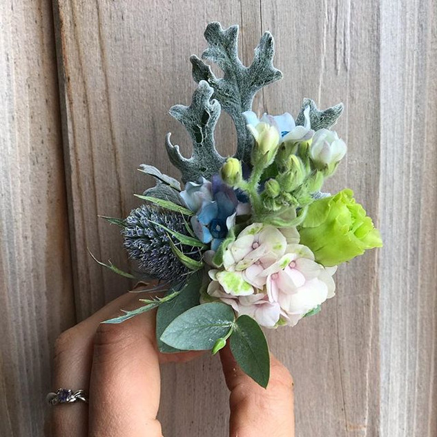 Boutonnière for a groom to match his bri
