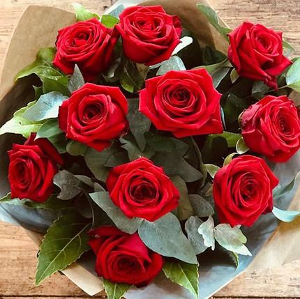 10 beautiful large headed Red Naomi rose