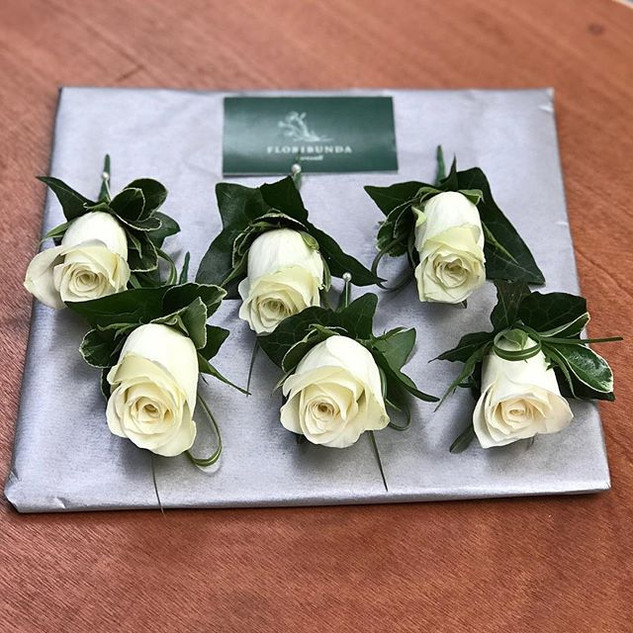 Beautifully simple classic Ivory rose bu