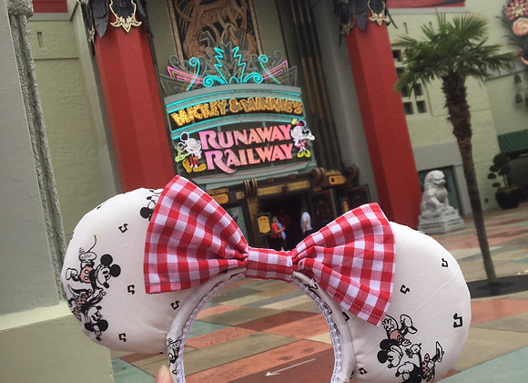 Minnie and Mickey's Perfect Picnic Ears