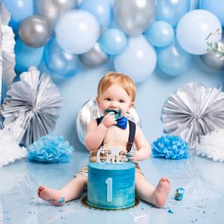 Baby blue cake smash happy