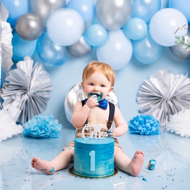 Baby blue cake smash happy