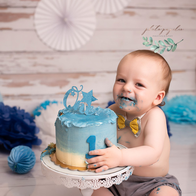 Baby blue wood cake happy