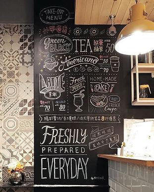 【畫中有話☕】_-_使用黑板牆當菜單的好處:_🌼它是一張變化無窮的畫布_🌼來