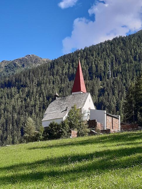 St. Gertraud Kirche nord.jpg