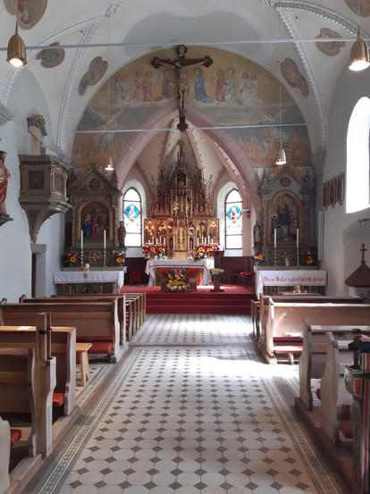 Kirche N innen.jpg