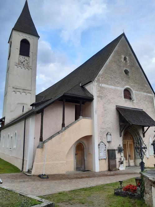 Kirche Walburg.aussen.jpg