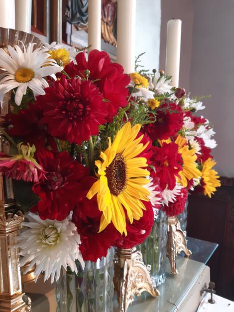 Blumen Hochaltar.jpg