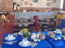 Mesa arrumada para o café