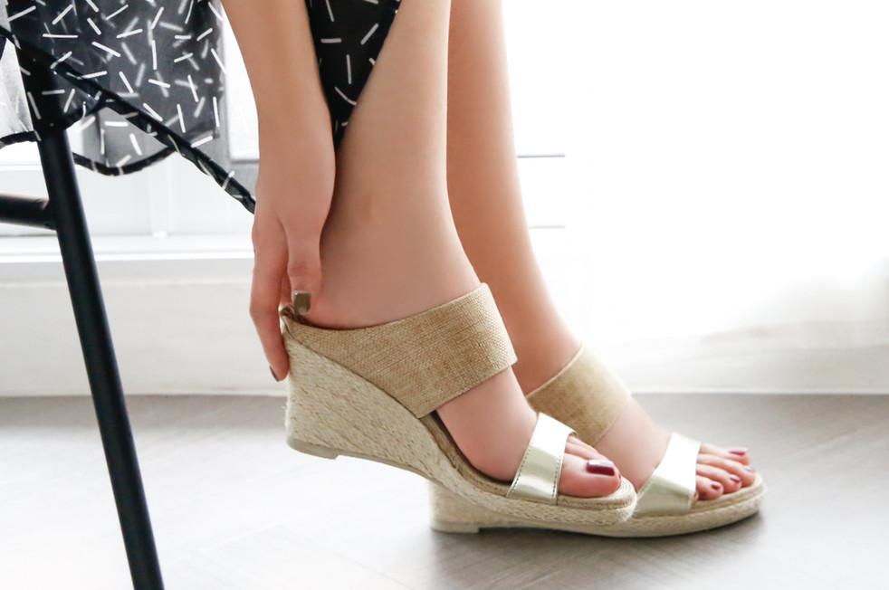 Mou - Soft Wedge heel : 3380 THB