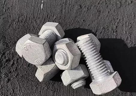 屋外で使用されるパーツは溶融亜鉛メッキで防錆を!!