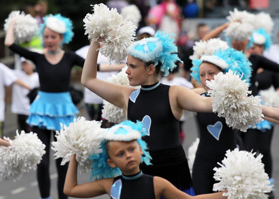 pompom dancers a