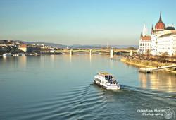 Il Parlamento affacciato sul Danubio