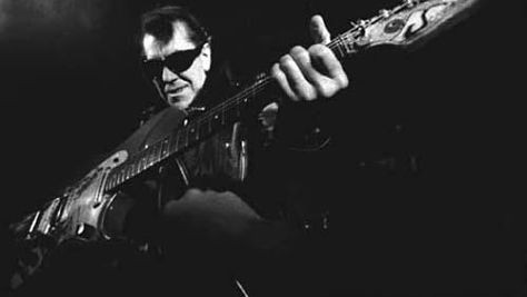 Link Wray electric guitar pioneer