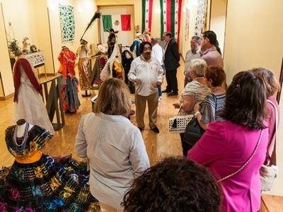 Exposición de Trajes Mexicanos en Tordes