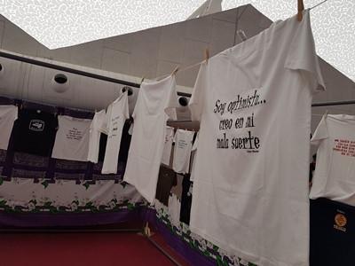 Camisetas en la exposición