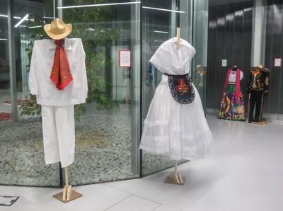 Exposición de Trajes Mexicanos