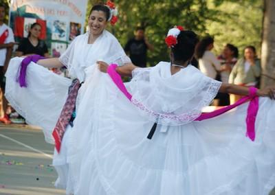 Actuación en la Fiesta Latina