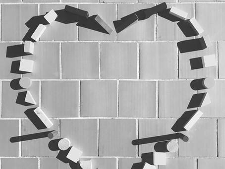 Amor es haber elegido a alguien y volverlo a elegir todos los días...