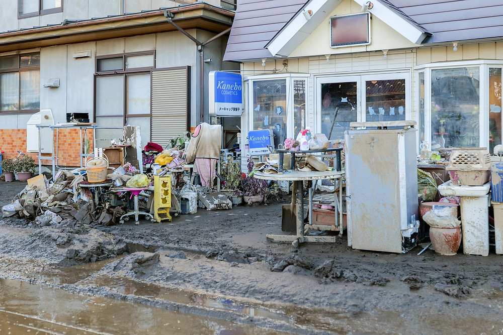 業務用機器の被害も多い Many equipments for shops are also damaged