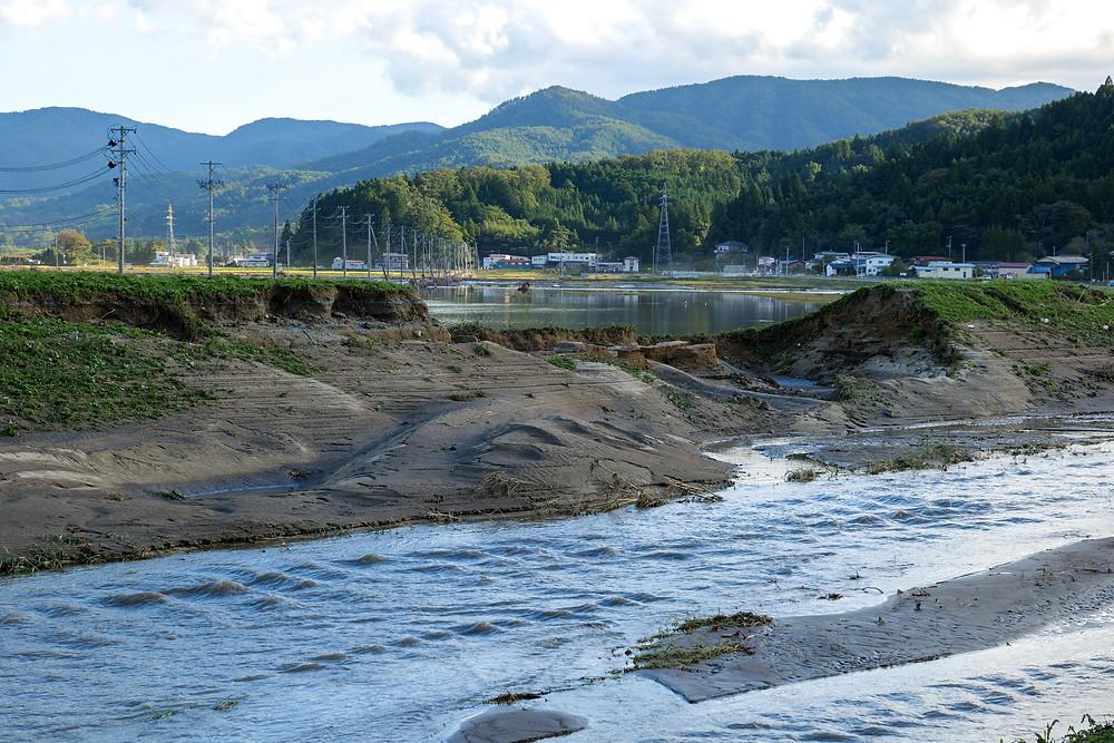 決壊した堤防 Destroyed levee