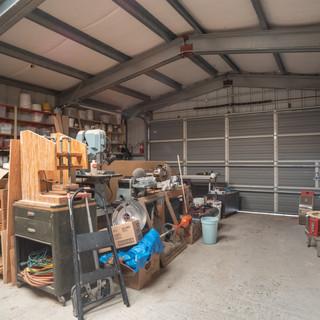 Art Studio - Large workshop with rollup door