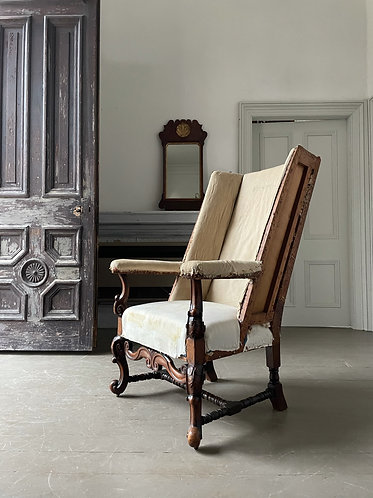 17TH  CENTURY STYLE SLEEPING CHAIR IN CARVED WALNUT