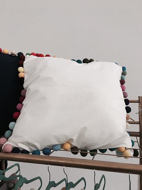 Poduszka z pomponami RAINBOW 60x35
