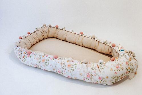 Kokon niemowlęcy vintage flowers z naturalnym lnem