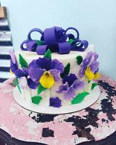 Pretty Pansies 🌸 #handmade #completelyedible #kupkates #fondantflowers #sopretty #hopingf