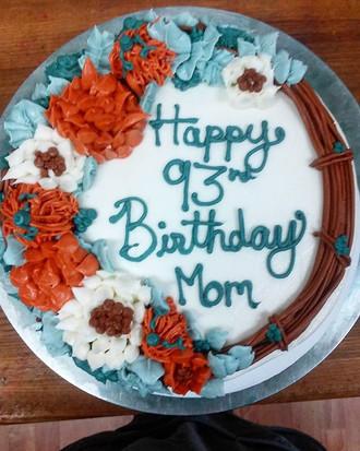 Pretty fall theme birthday cake! #kupkates #buttercream #birthdaycake #flowerwreath #butte