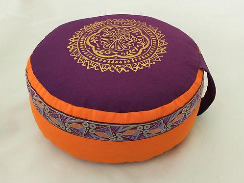 Coussin rond orange et violet, motif Paon Or, galon assorti