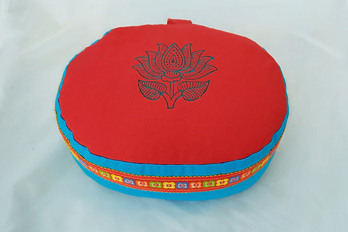 Coussin Ovale rouge et turquoise, motif lotus turquoise, galon assorti
