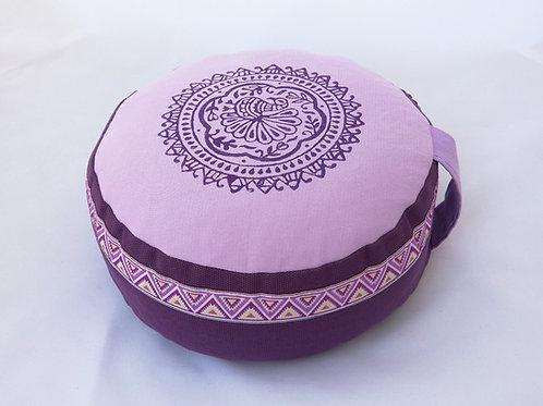 Coussin rond mauve et violet, impression Mandala Paon violet, galon assorti