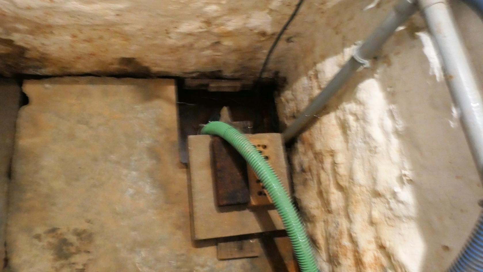 cave4-pompe.jpg
